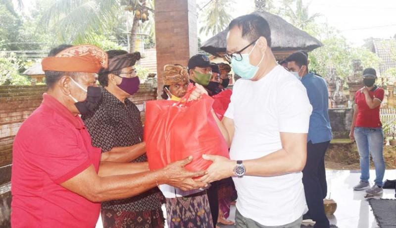 www.nusabali.com-warga-terdampak-covid-19-dapat-bantuan-sembako