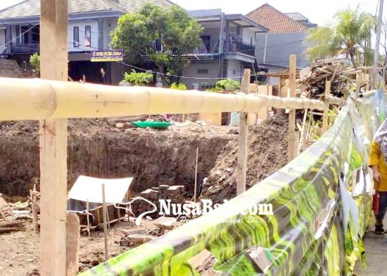 Nusabali.com - jalan-amblas-bahayakan-warga-dan-anak-anak