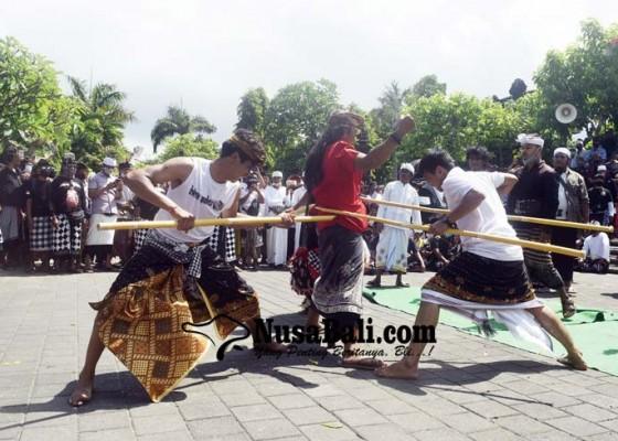 Nusabali.com - 200-polisi-kawal-aksi-tolak-hare-krishna