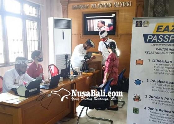 Nusabali.com - tekan-kerumunan-imigrasi-ngurah-rai-terapkan-jemput-bola-untuk-pengurusan-paspor