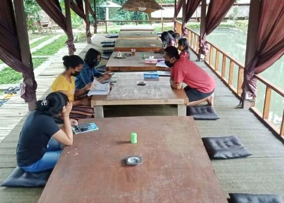 Nusabali.com - warga-buka-rumah-makan-berfasilitas-wifi