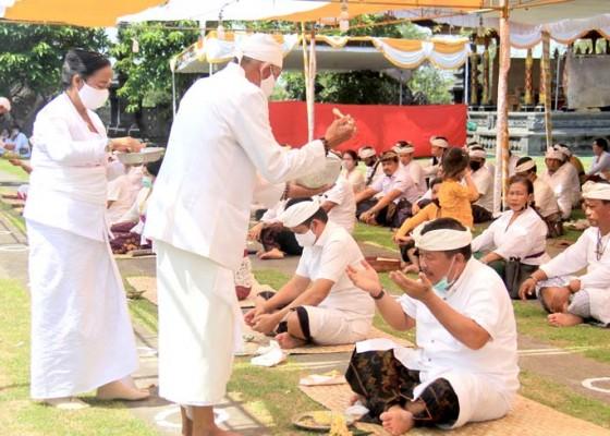 Nusabali.com - pujawali-pura-jagatnatha-jembrana-digelar-dengan-menerapkan-protokol-kesehatan