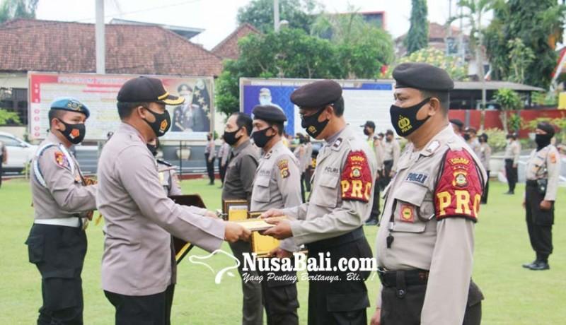 www.nusabali.com-empat-anggota-polsek-blahbatuh-diberikan-reward