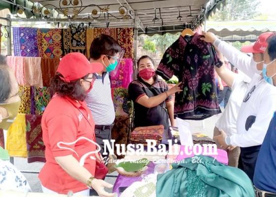 Nusabali.com - pegawai-pemkab-serbu-pedagang-kain