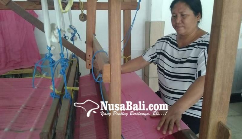 www.nusabali.com-para-perajinnya-sudah-sepuh-dianggap-kuno-anak-muda-gengsi-jadi-penenun