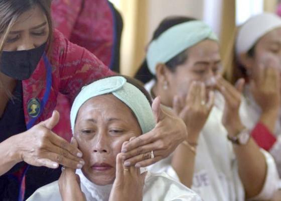 Nusabali.com - diskerpus-badung-gelar-pelatihan-tata-rias
