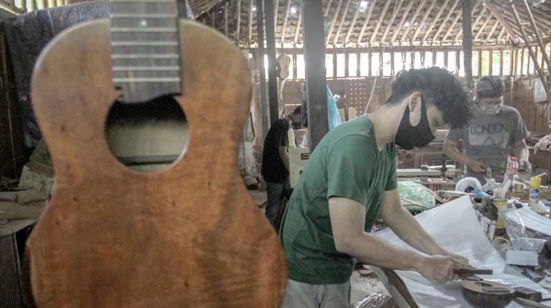 www.nusabali.com-kerajinan-ukulele