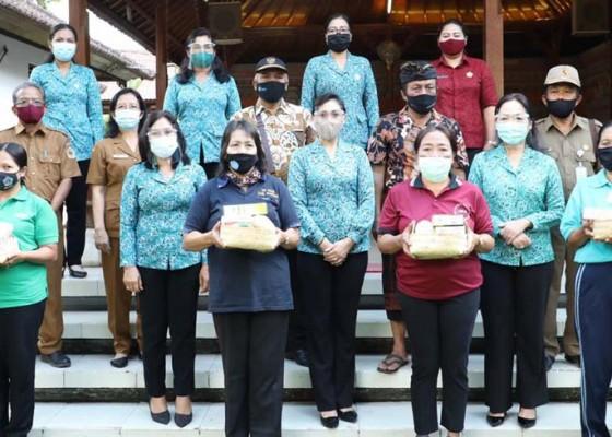 Nusabali.com - lansia-dibantu-makanan-sehat
