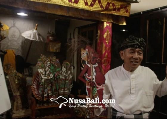 Nusabali.com - jero-mangku-dalang-lumut-batu-adakan-kelas-wayang-diikuti-enam-wna