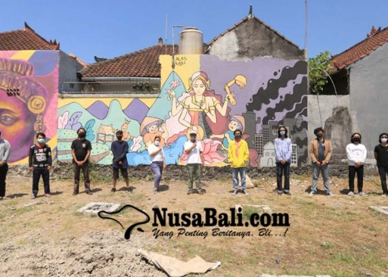 Nusabali.com - seniman-berbicara-ungkap-makna-mural-agro-learning-center