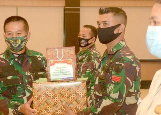 Nusabali.com - pangdam-beri-penghargaan-kepada-prajurit-pendonor-plasma-konvalesen