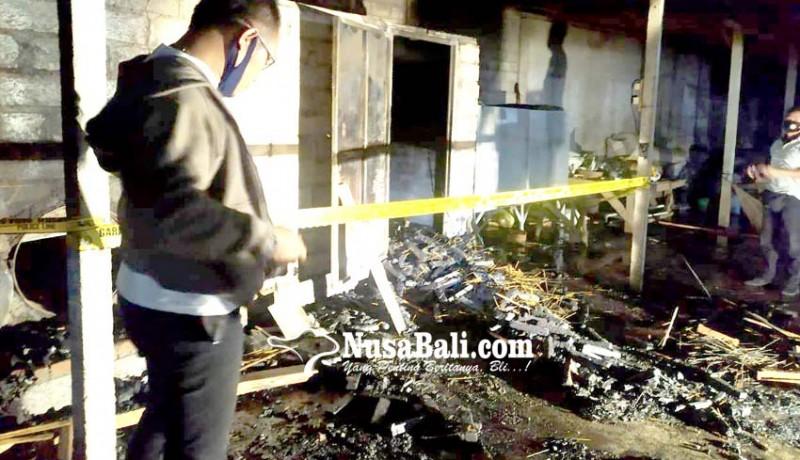 www.nusabali.com-pabrik-dupa-di-tulikup-terbakar