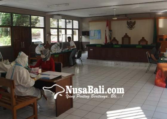 Nusabali.com - pn-denpasar-gelar-rapid-test-5-hakim-reaktif
