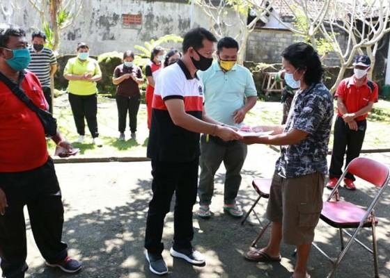 Nusabali.com - bupati-tarik-blt-warga-masih-kerja