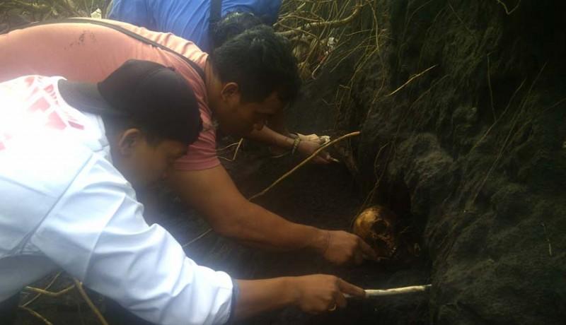 www.nusabali.com-tengkorak-eks-korban-pki-bangkit-di-pantai-yehembang