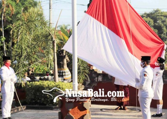 Nusabali.com - pengibar-bendera-upacara-proklamasi-ke-75-dibatasi-hanya-tiga-orang