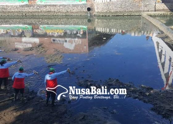 Nusabali.com - tukad-buleleng-dijernihkan-pakai-eco-enzyme