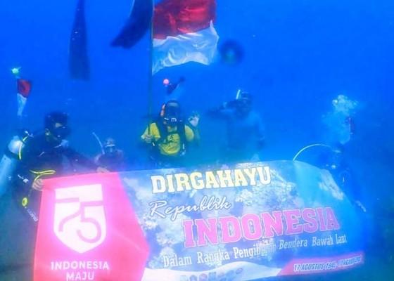 Nusabali.com - belasan-penyelam-kibarkan-merah-putih-di-bawah-laut-penimbangan