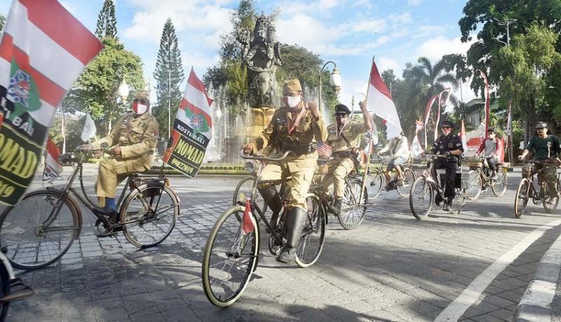 www.nusabali.com-semangat-pecinta-sepeda-tua-di-tengah-pandemi-covid-19