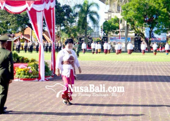 Nusabali.com - bupati-mas-sumatri-pimpin-hut-ri