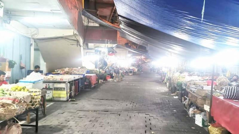 www.nusabali.com-pasar-kumbasari-lengang-di-malam-hari