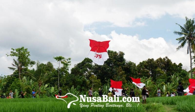 www.nusabali.com-17-layangan-merah-putih-berkibar
