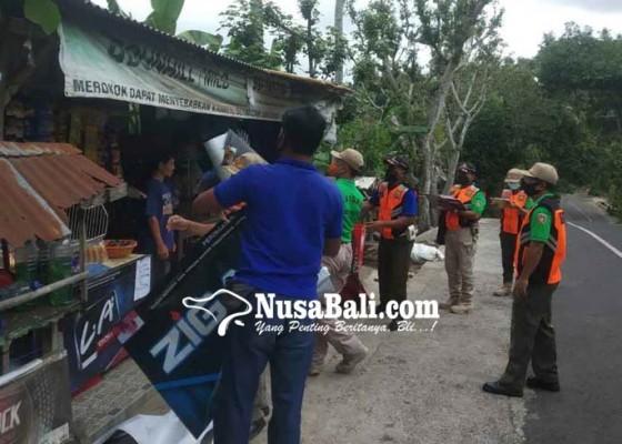 Nusabali.com - tim-yustisi-amankan-39-spanduk-rokok