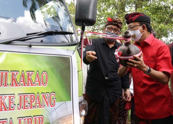 Nusabali.com - gubernur-koster-lepas-ekspor-20-ton-biji-kakao