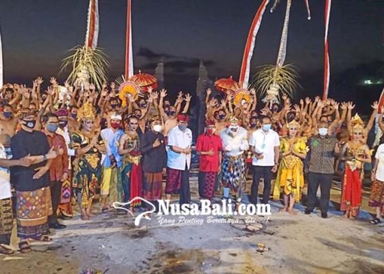 Nusabali.com - gubernur-koster-launching-kecak-bali-era-baru-di-uluwatu