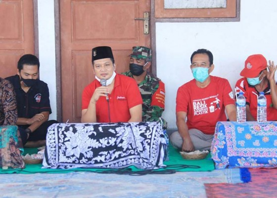 Nusabali.com - hadiri-petik-laut-wabup-kembang-ajak-nelayan-pakai-aplikasi-nelpin