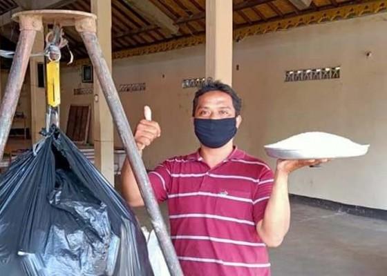 Nusabali.com - warga-sukawati-tukar-sampah-plastik-dengan-beras