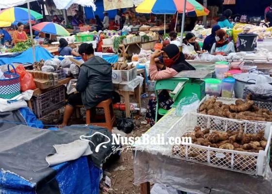 Nusabali.com - puluhan-pedagang-enggan-ke-pasar-amlapura-barat