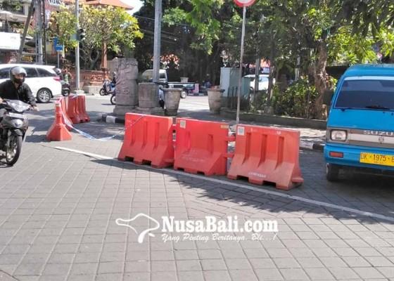 Nusabali.com - cegah-kemacetan-pasang-road-barriers