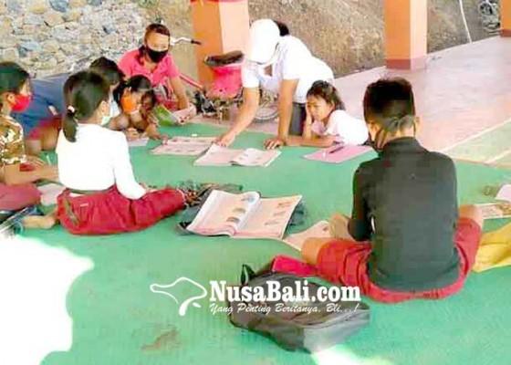 Nusabali.com - siswa-sd-tianyar-barat-belajar-di-pasraman-jiwan-mukti