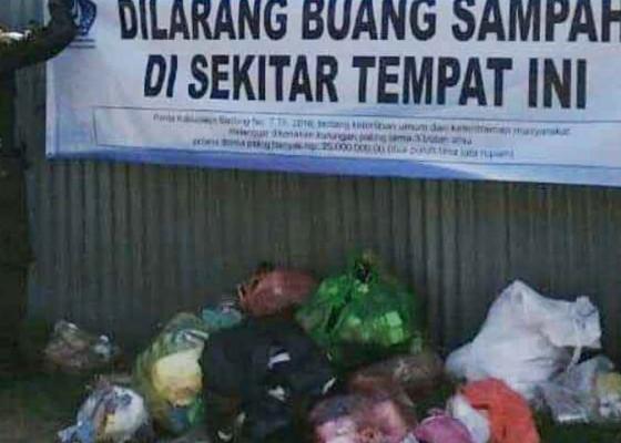 Nusabali.com - oknum-buang-sampah-di-trotoar-lpm-kuta-berjaga-jaga-di-lokasi