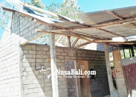 Nusabali.com - puting-beliung-porak-porandakan-rumah-di-lokapaksa