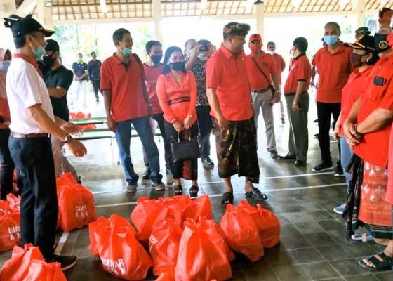 Nusabali.com - pemkab-gianyar-salurkan-3606-paket-sembako