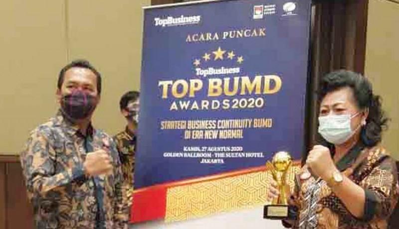 www.nusabali.com-bupati-mas-sumatri-dan-direktur-tirta-tohlangkir-raih-top-award-2020