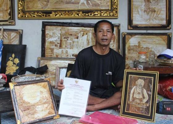 Nusabali.com - lukisan-pelepah-pisang-dilirik
