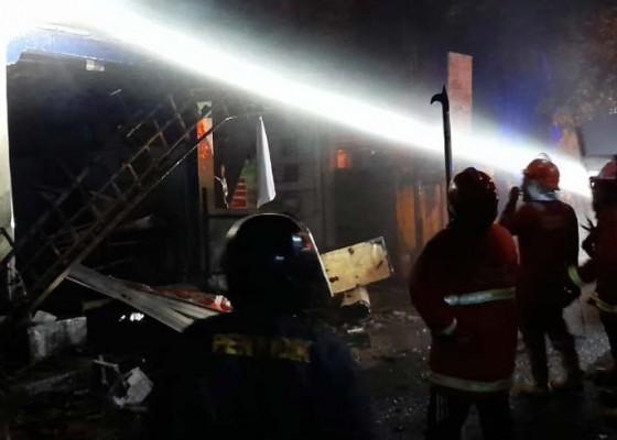 Nusabali.com - gara-gara-korsleting-listrik-5-kios-terbakar