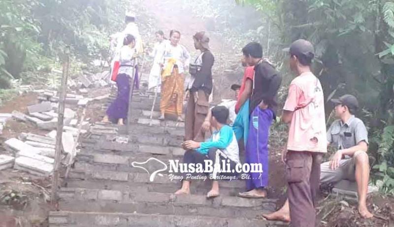 www.nusabali.com-pembangunan-tangga-bahagia-kesulitan-biaya-dan-tenaga