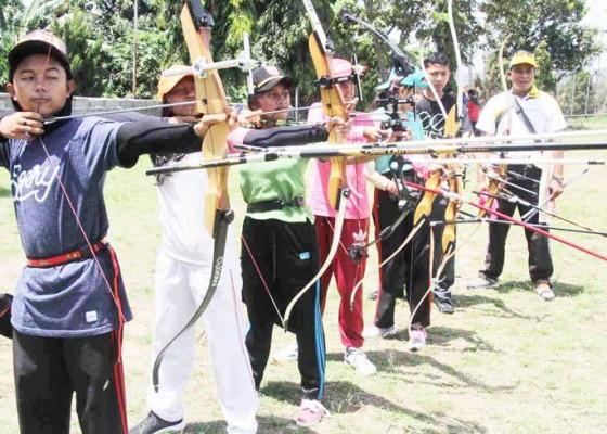 Nusabali.com - siswa-smpn-2-amlapura-dilatih-jadi-srikandi