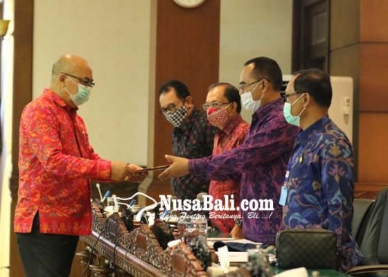 Nusabali.com - ranperda-rzwp3k-disahkan-gubernur-bali-bertekad-lindungi-pesisir-untuk-kearifan-lokal