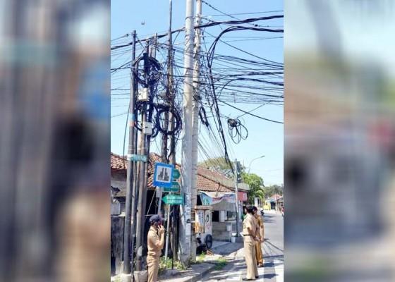 Nusabali.com - camat-kutsel-cek-sejumlah-lpj-tiang-beton-hingga-kabel-semrawut