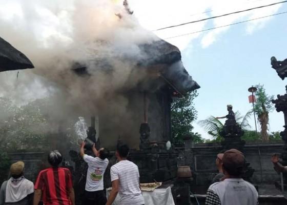 Nusabali.com - diduga-korsleting-gedong-pura-dalem-sidayu-terbakar