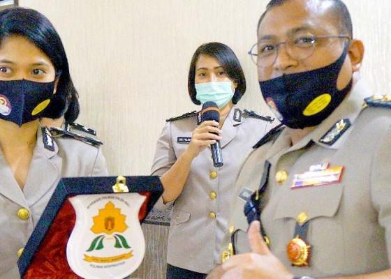 Nusabali.com - tiga-polwan-berprestasi-dapat-penghargaan
