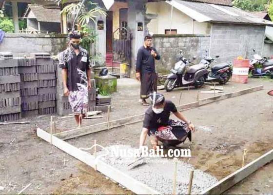 Nusabali.com - peletakan-batu-pertama-rabat-beton-di-desa-muncan