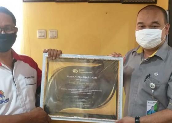 Nusabali.com - koperasi-srinadi-terima-award-bpjamsostek