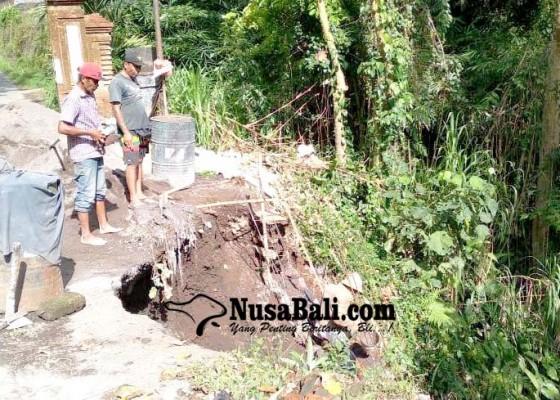 Nusabali.com - dinas-pupr-perkim-bangli-perbaiki-jalan-jebol