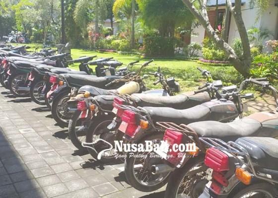 Nusabali.com - pemkab-lelang-42-unit-kendaraan-rusak-berat